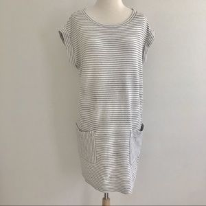 Athleta gray striped shift dress pockets Small